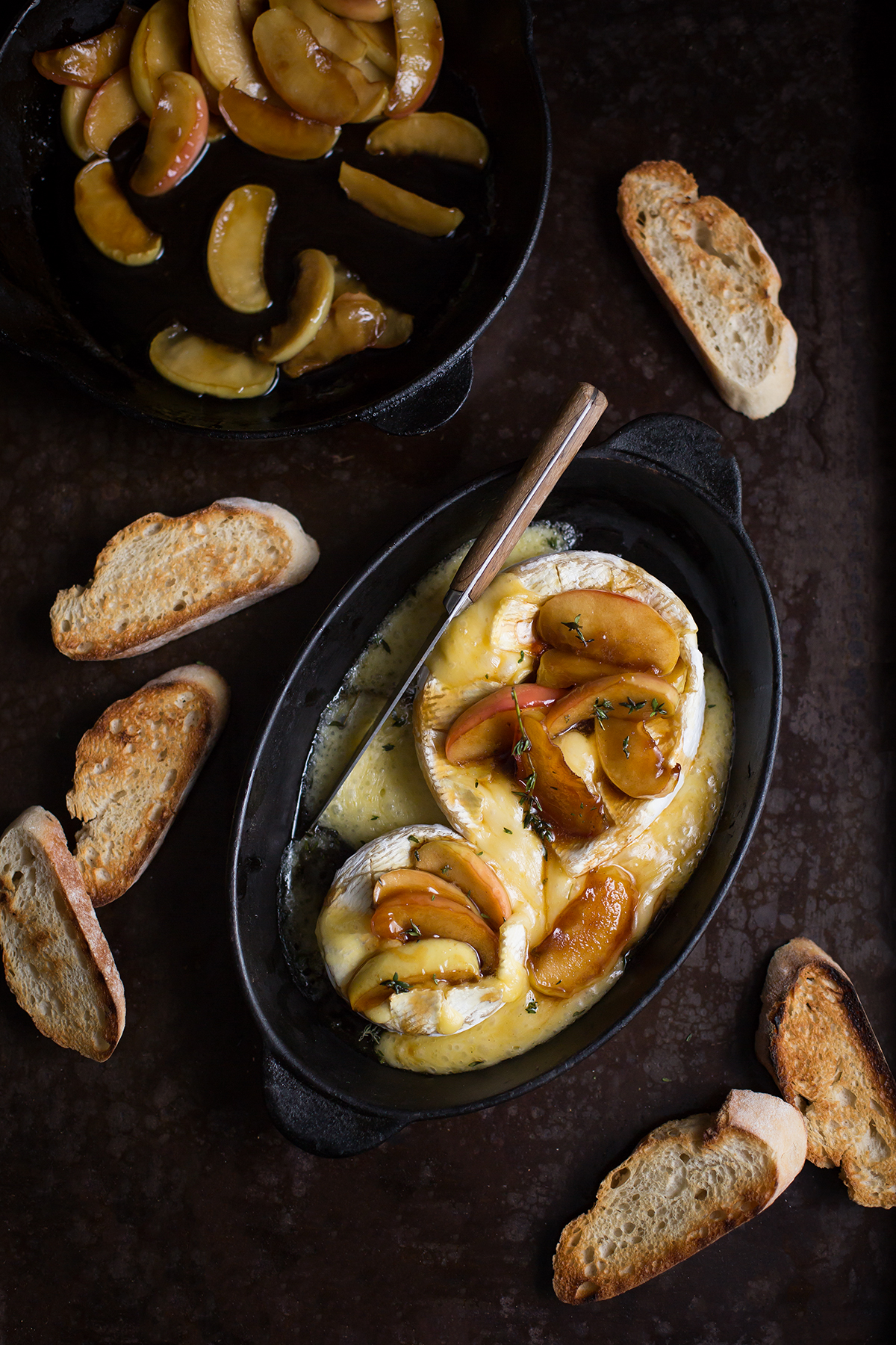 Baked camembert with caramelised Pink Lady® apples & thyme